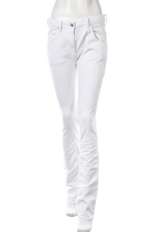 Дамски дънки Isabel Marant, Размер M, Цвят Бял, 97% памук, 3% еластан, Цена 239,25лв.