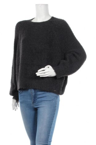Дамски пуловер Pull&Bear, Размер L, Цвят Сив, 60% полиамид, 40% полиестер, Цена 24,57лв.