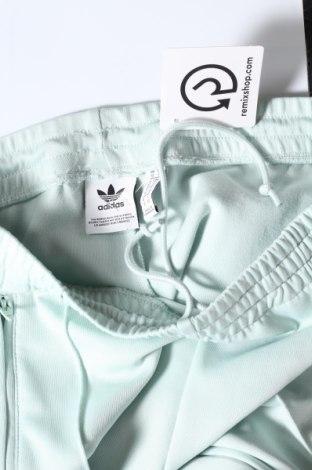 Дамско спортно долнище Adidas, Размер S, Цвят Зелен, 70% полиестер, 25% памук, 5% еластан, Цена 66,75лв.