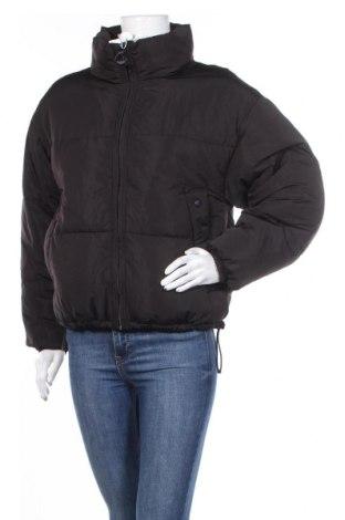 Дамско яке Pull&Bear, Размер S, Цвят Черен, Полиестер, Цена 83,79лв.