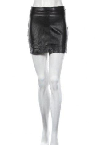 Кожена пола Pull&Bear, Размер S, Цвят Черен, Еко кожа, Цена 27,93лв.