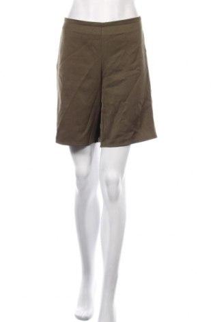 Pantaloni scurți de femei Glamorous, Mărime XS, Culoare Verde, Poliester, Preț 59,68 Lei
