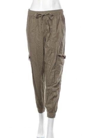 Дамски панталон Garage, Размер M, Цвят Зелен, 57% памук, 43% вискоза, Цена 29,40лв.