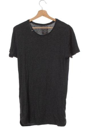 Мъжка тениска Review, Размер XS, Цвят Сив, 51% вискоза, 49% полиестер, Цена 25,20лв.