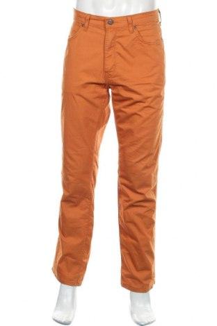 Мъжки панталон Wrangler, Размер L, Цвят Оранжев, 61% памук, 39% еластан, Цена 40,50лв.