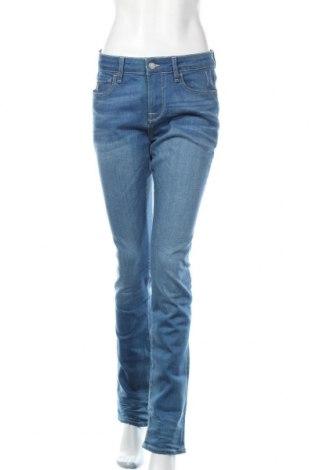 Дамски дънки Guess, Размер M, Цвят Син, 92% памук, 2% еластан, 6% други тъкани, Цена 141,75лв.