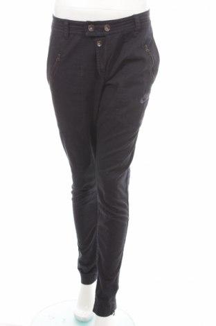 Pantaloni sport de femei Nike