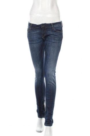 Дамски дънки Guess, Размер M, Цвят Син, 98% памук, 2% еластан, Цена 21,69лв.