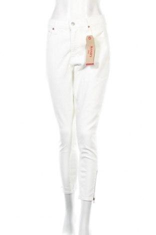 Дамски дънки Levi's, Размер L, Цвят Бял, 97% памук, 3% еластан, Цена 76,45лв.