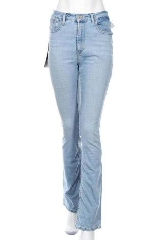 Дамски дънки Levi's, Размер M, Цвят Син, 82% памук, 16% полиестер, 2% еластан, Цена 93,87лв.