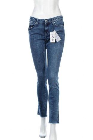 Дамски дънки Tommy Hilfiger, Размер M, Цвят Син, 98% памук, 2% еластан, Цена 119,07лв.