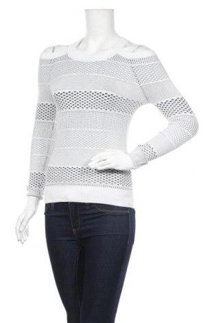 Дамски пуловер Guess, Размер XS, Цвят Бял, 66% вискоза, 34% полиамид, Цена 89,25лв.