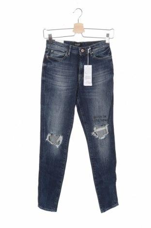 Дамски дънки Guess, Размер XS, Цвят Син, 98% памук, 2% еластан, Цена 106,47лв.