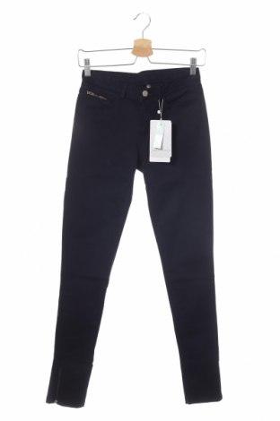 Дамски дънки Naf Naf, Размер XS, Цвят Син, 98% памук, 2% еластан, Цена 39,15лв.