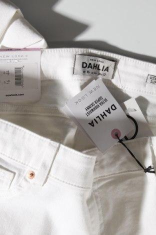 Дамски дънки New Look, Размер XL, Цвят Бял, 75% памук, 23% полиестер, 2% еластан, Цена 25,92лв.
