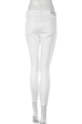 Дамски дънки New Look, Размер M, Цвят Бял, 75% памук, 23% полиестер, 2% еластан, Цена 25,92лв.