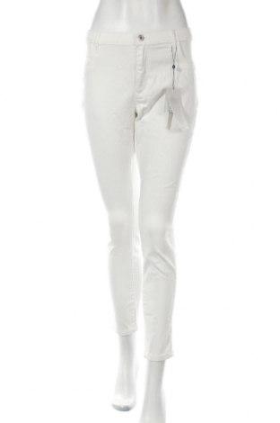 Дамски дънки ONLY, Размер XL, Цвят Екрю, 40% памук, 40% вискоза, 18% полиестер, 2% еластан, Цена 46,92лв.