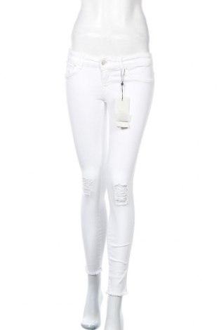 Дамски дънки ONLY, Размер M, Цвят Бял, 93% памук, 6% полиестер, 2% еластан, Цена 47,88лв.