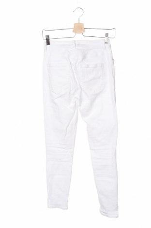 Дамски дънки Pieces, Размер XS, Цвят Бял, 92% памук, 6% полиестер, 2% еластан, Цена 38,40лв.