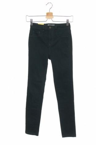 Дамски дънки Pull&Bear, Размер XS, Цвят Зелен, 70% памук, 28% полиестер, 2% еластан, Цена 44,25лв.