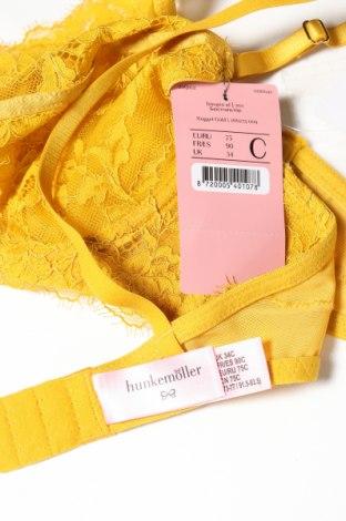Сутиен Hunkemoller, Размер M, Цвят Жълт, 90% полиамид, 10% еластан, Цена 34,50лв.