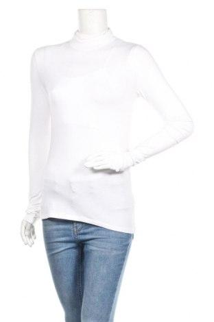 Дамска блуза Weekday, Размер S, Цвят Бял, 58% памук, 38% модал, 4% еластан, Цена 24,48лв.