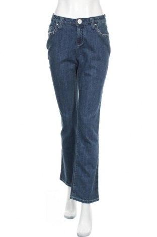 Дамски дънки, Размер M, Цвят Син, 98% памук, 2% еластан, Цена 6,30лв.
