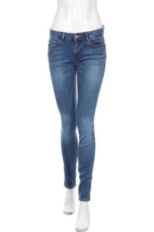 Дамски дънки Guess, Размер M, Цвят Син, 90% памук, 10% еластан, Цена 122,25лв.