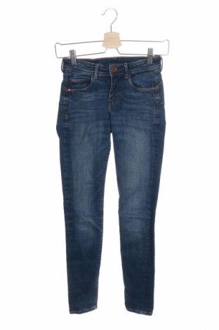 Дамски дънки H&M, Размер S, Цвят Син, 83% памук, 15% полиестер, 2% еластан, Цена 18,43лв.
