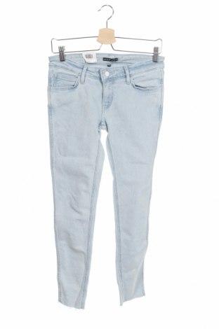 Дамски дънки Levi's, Размер S, Цвят Син, 95% памук, 4% полиестер, 1% еластан, Цена 117,25лв.