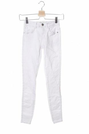Дамски дънки ONLY, Размер XS, Цвят Бял, 68% лиосел, 30% памук, 2% еластан, Цена 43,50лв.