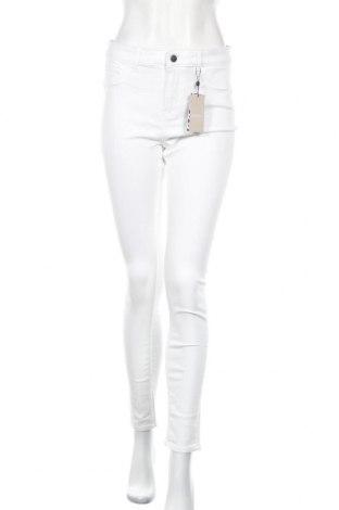 Дамски дънки Pieces, Размер XL, Цвят Бял, 61% памук, 38% полиестер, 1% еластан, Цена 37,70лв.