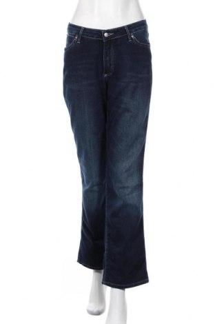 Дамски дънки Wrangler, Размер XL, Цвят Син, 74% памук, 26% полиестер, Цена 62,40лв.