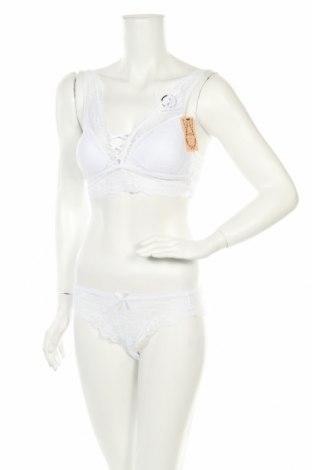 Дамски комплект, Размер L, Цвят Бял, 92% полиамид, 8% еластан, Цена 35,10лв.