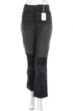 Дамски дънки Good American, Размер XL, Цвят Сив, 82% памук, 13% модал, 5% еластан, Цена 112,46лв.