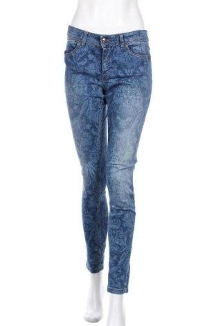 Дамски дънки Just Cavalli, Размер L, Цвят Син, 92% памук, 8% еластан, Цена 87,57лв.