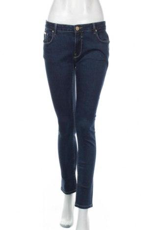 Дамски дънки Zara, Размер L, Цвят Син, 98% памук, 2% еластан, Цена 23,21лв.