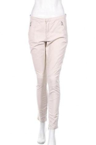 Дамски панталон Peak Performance, Размер M, Цвят Бежов, 97% памук, 3% еластан, Цена 25,14лв.