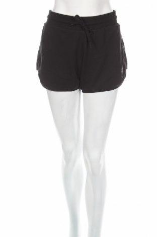 Дамски къс панталон Hummel