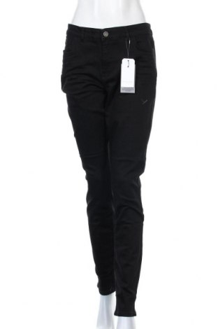Дамски дънки Christian Berg, Размер XL, Цвят Черен, 98% памук, 2% еластан, Цена 57,00лв.