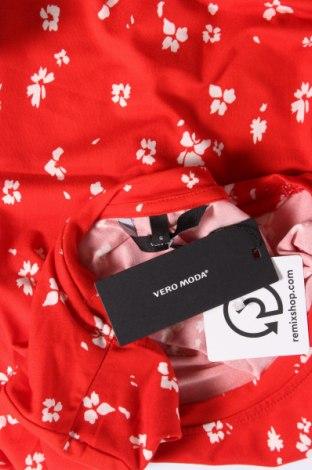 Дамска тениска Vero Moda, Размер S, Цвят Червен, 95% полиестер, 5% еластан, Цена 24,57лв.