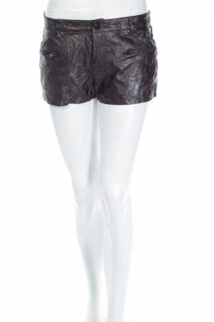 Дамски къс кожен панталон Guess