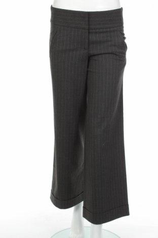 Дамски панталон Bershka, Размер S, Цвят Сив, 66% полиестер, 32% вискоза, 2% еластан, Цена 13,34лв.