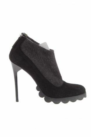 Γυναικεία παπούτσια Pollini