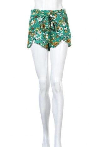Γυναικείο κοντό παντελόνι Pull&Bear, Μέγεθος M, Χρώμα Πράσινο, 100% βισκόζη, Τιμή 7,54€