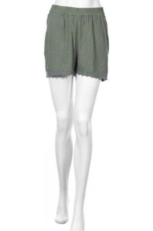 Дамски къс панталон Vero Moda, Размер S, Цвят Зелен, Вискоза, Цена 12,88лв.