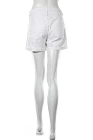 Γυναικείο κοντό παντελόνι Vero Moda, Μέγεθος L, Χρώμα Λευκό, 63% βαμβάκι, 35% πολυεστέρας, 2% ελαστάνη, Τιμή 16,08€