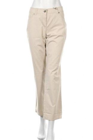 Дамски панталон Gerry Weber, Размер L, Цвят Бежов, 98% памук, 2% еластан, Цена 66,75лв.
