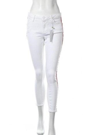 Дамски панталон Rich & Royal, Размер M, Цвят Бял, 92% памук, 6% полиестер, 2% еластан, Цена 68,37лв.