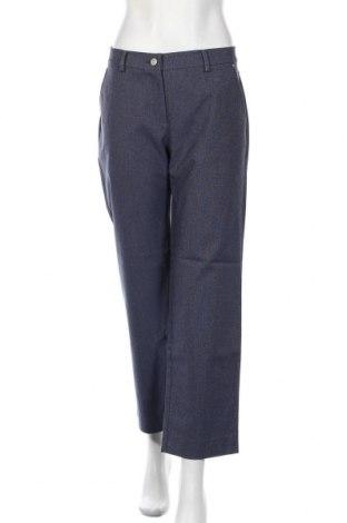 Дамски панталон Stefanel, Размер M, Цвят Син, 53% памук, 30% полиестер, 15% вискоза, 2% еластан, Цена 23,92лв.